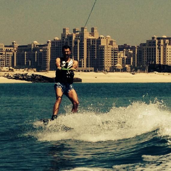 Da ich im Film wakeboarden muss, durfte ich in meiner Freizeit das erste Mal den Wassersport ausprobieren. Fazit: MEGA FUN!